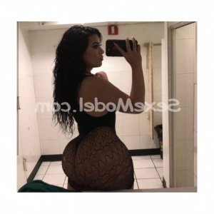 Hairia sexemodel escort girl massage naturiste