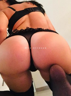 Nouara massage naturiste lovesita escort à Coutances